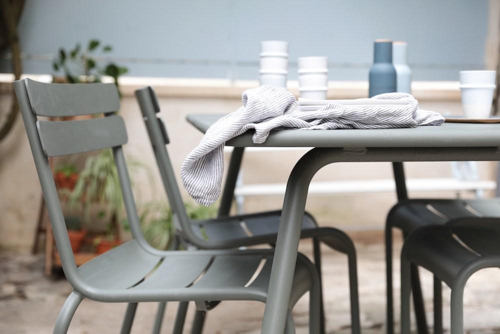 zoom sur carine et anne sophie de hello blogzine le grand petit monde fermob blog. Black Bedroom Furniture Sets. Home Design Ideas